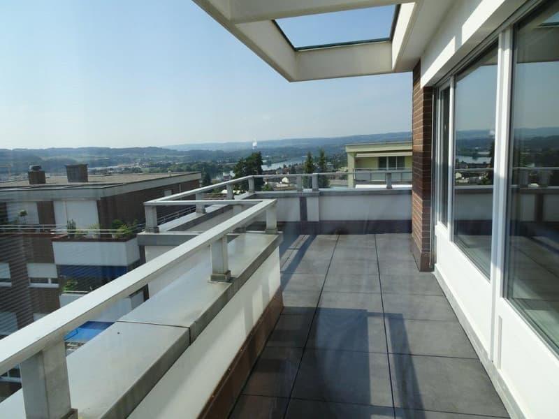 Attikawohnung mit grosser Terrasse und Wintergarten