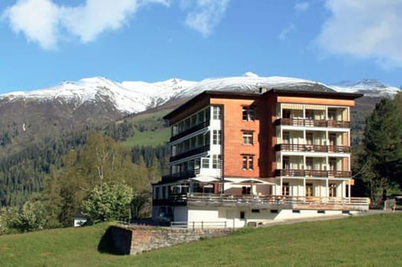 Mehrfamilienhaus oder Hotel (ehem. Sporthotel Clavadel)