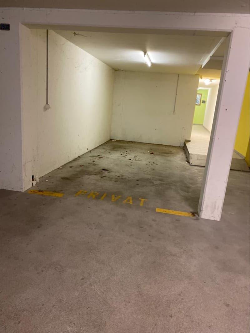 Ein trockenes Plätzchen für Ihr Schätzchen? Garagenplatz in UN Garage (1)