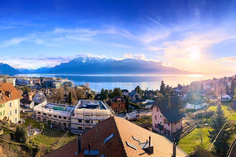 Vue époustouflante sur le lac et les Alpes
