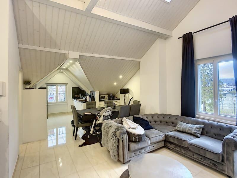 Spacieux attique entiérement rénové