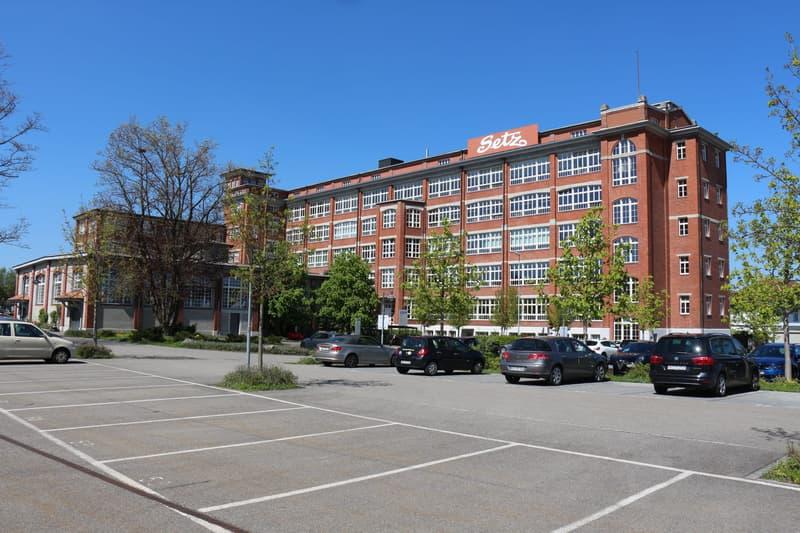 Attraktiver Gewerberaum im historischen Bally-Gebäude zu vermieten (1)
