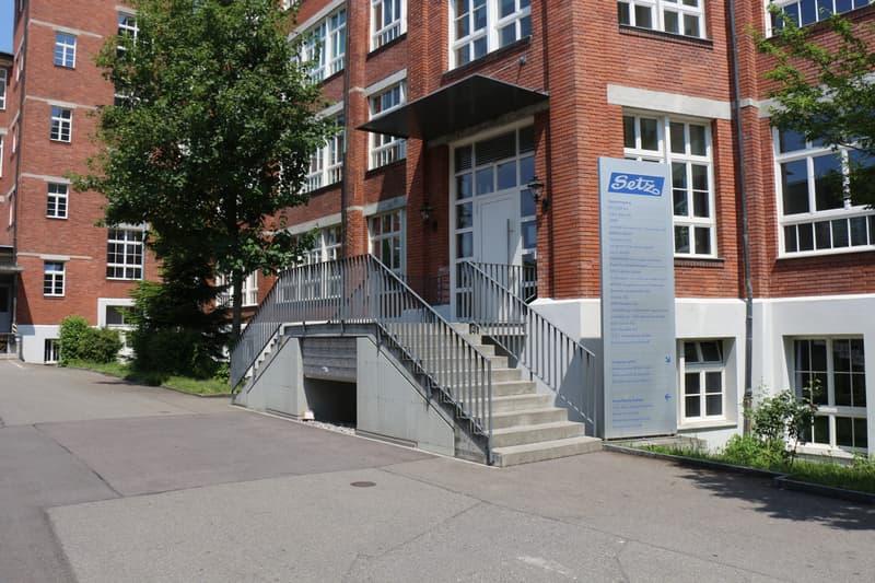 Attraktiver Gewerberaum im historischen Bally-Gebäude zu vermieten (3)