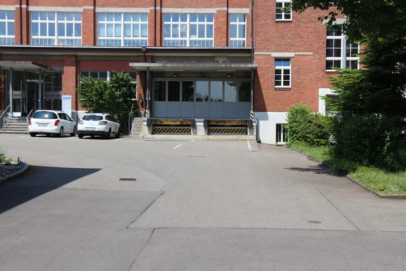 Attraktiver Gewerberaum im historischen Bally-Gebäude zu vermieten (4)