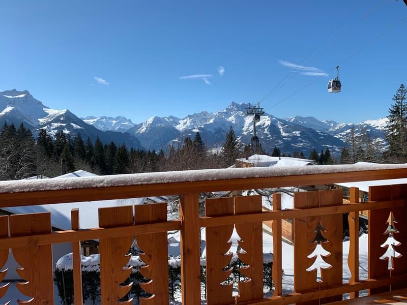 A proximité immédiate de la piste de ski. Immeuble rénové