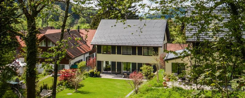 Grosszügiges, modernes Landhaus mit wunderschönem Garten – ideal für Familien
