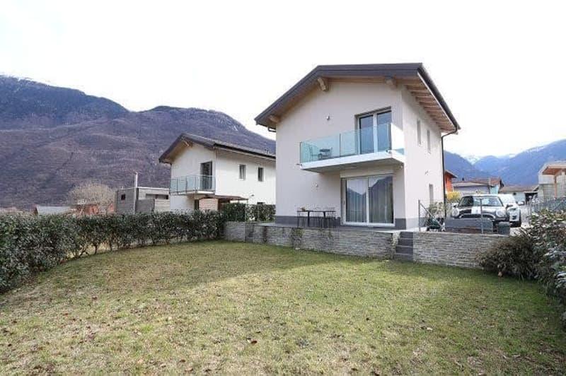 modernes 5 1/2-Zimmer-Einfamilienhaus mit Garten  / casa moderna di 5 1/2 locali con giardino
