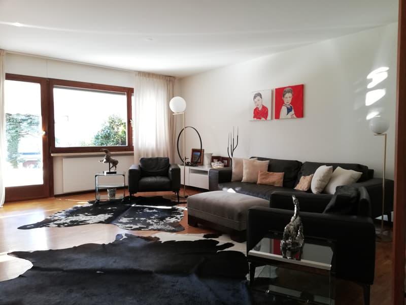 CASA RISTRUTTURATA, con giardino pianeggiante di mq.310 ca in elegante zona residenziale