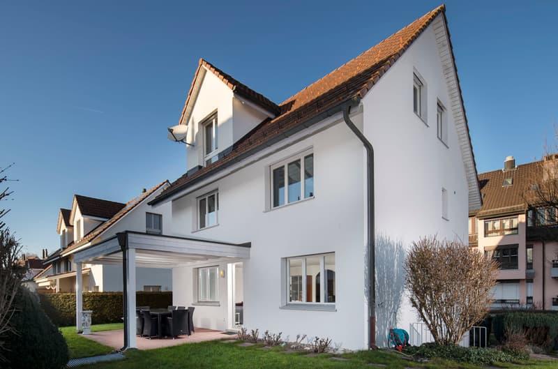 Freistehendes 7½ -Zimmer-Einfamilienhaus mit schönem Umschwung an begehrter Lage