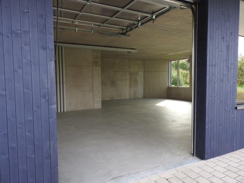 Büro- Gewerberaum mit direkter Zufahrt. Ideale Anlage da derzeit mit guter Rendite vermietet.