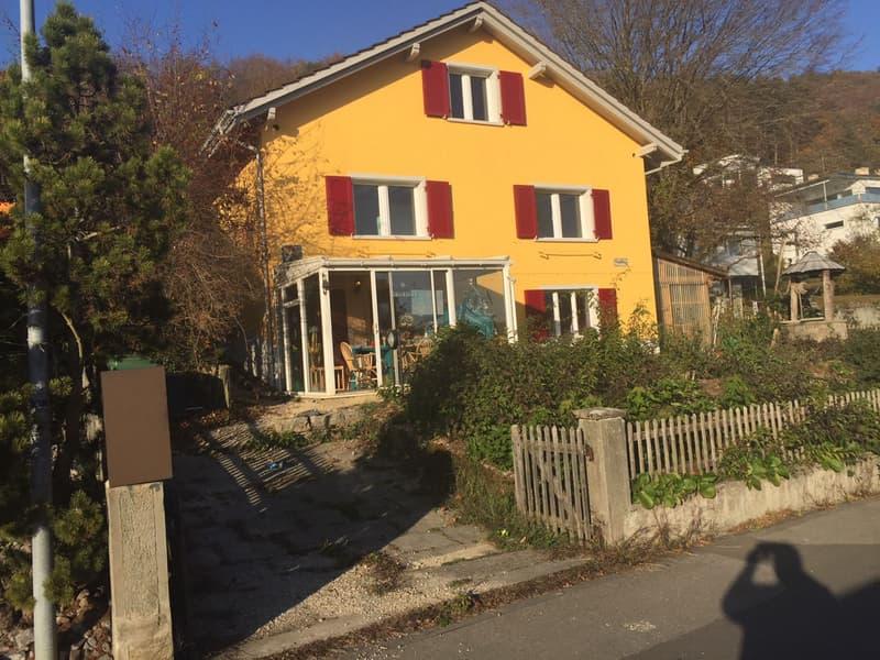 Schöne 2.5 Zimmer-Wohnung mit Vorgarten