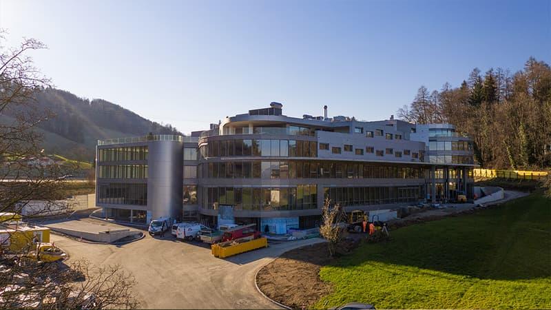 Topmoderne Büroräumlichkeiten im neuen Geschäftszentrum HALTEN, geeignet für Grossraumbüro (2)