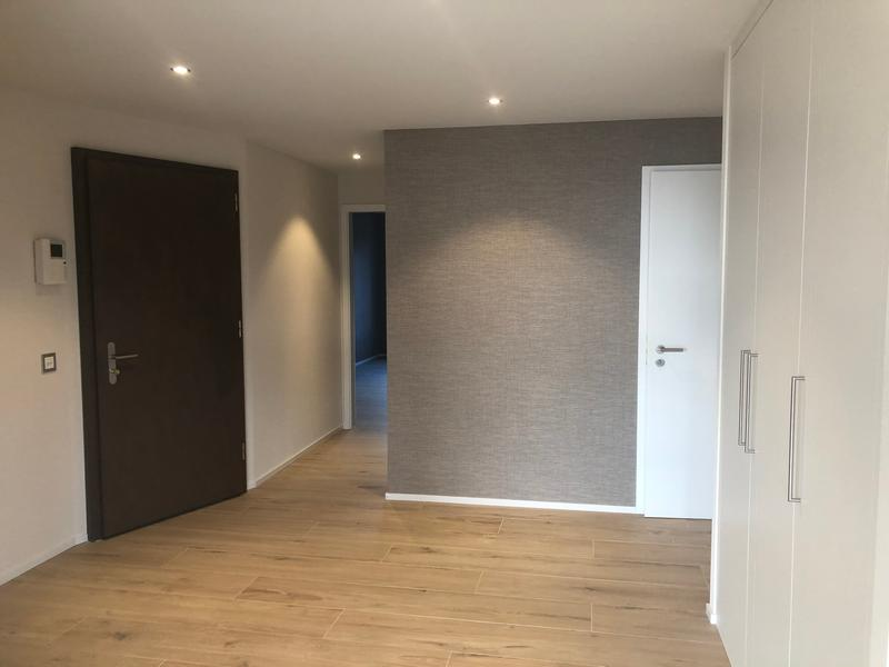 Hall d'entrée avec armoires intégrées