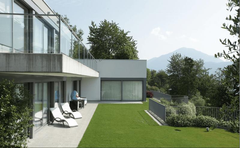 Vendesi villa di lusso moderna di nuova costruzione con piscina e vista lago a Vico Morcote