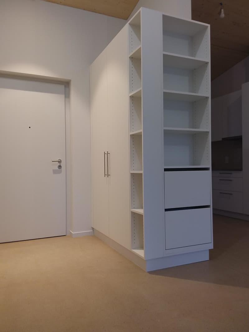 Einbauschrank Eingangsbereich mit Blick zur Küche