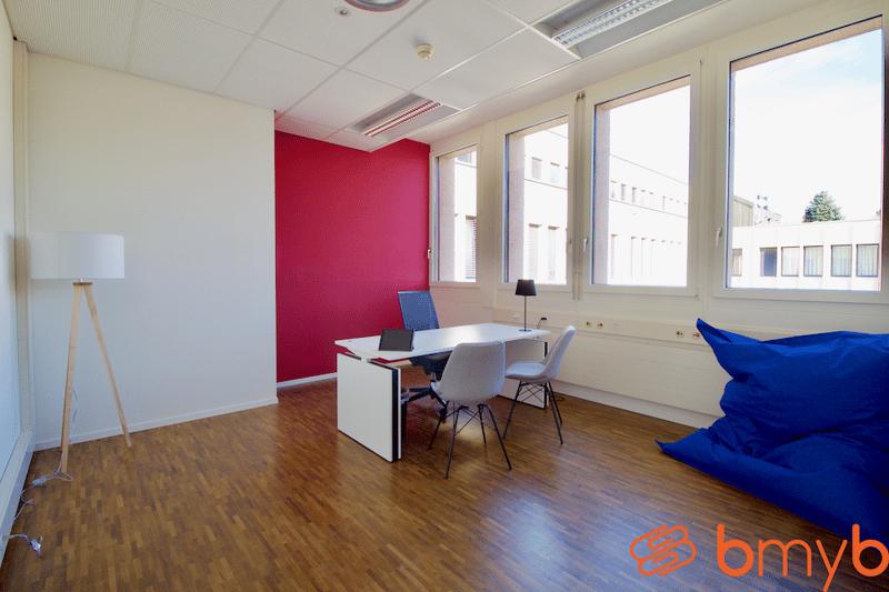 Élégant bureaux équipés idéals pour 1 à 10 personnes avec salle de réunion partagée