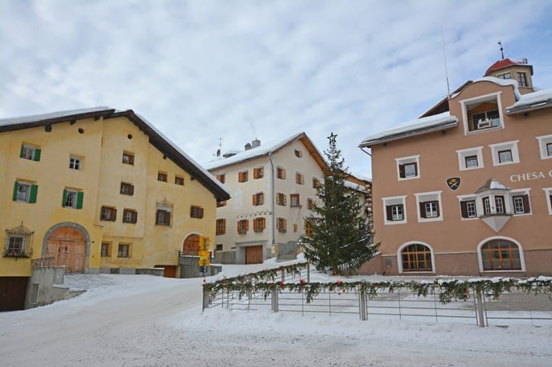 Traditionelles Engadinerhaus im Herzen von Zuoz (2)