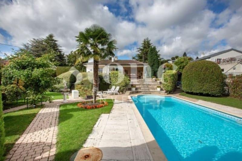 Villa avec vue et piscine en proximité du lac