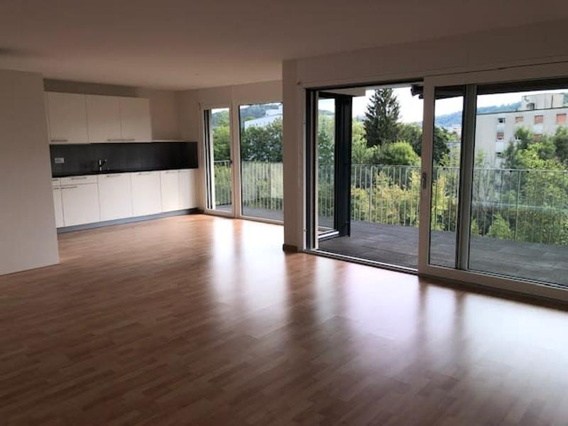 Topmoderne 3.5-Zimmerwohnung im Eigentumsstandard an sonniger Hanglage (4)