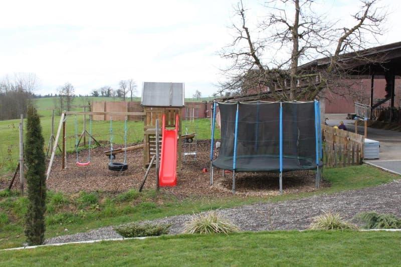 Spielplatz, neu mit zusätzlichem Fussballplatz