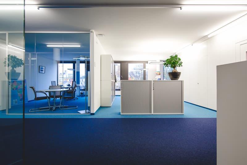 Helle Büroräumlichkeiten suchen neuen Mieter (3)