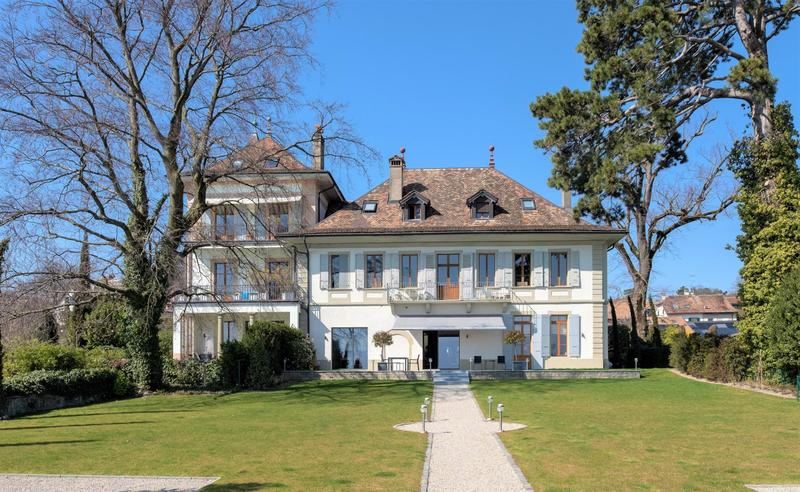 Luxueux Rez-de-jardin au sein d'un Château