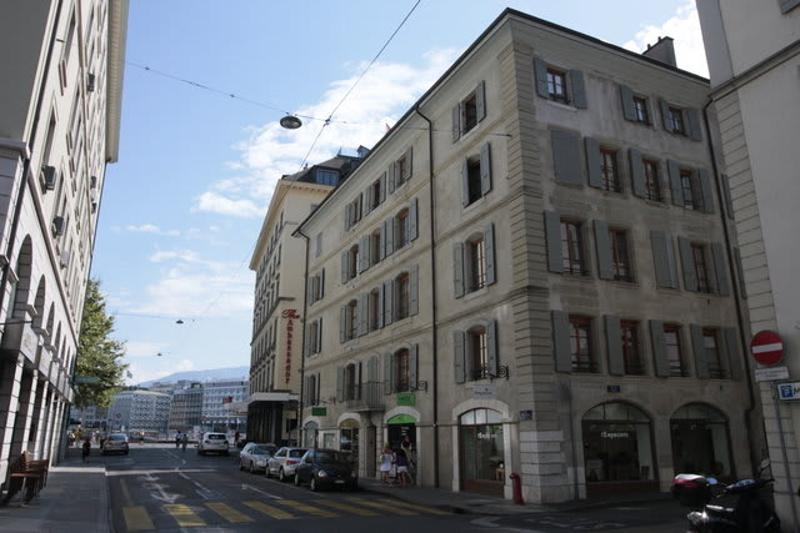 Rue Rousseau 1