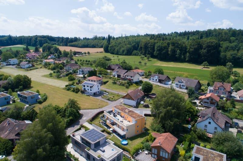 Sicht von oben mit grosser Terrasse