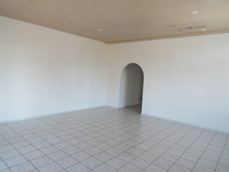 zentral gelegene, grosszügige 4,5-Zimmerwohnung in Zofingen (2)