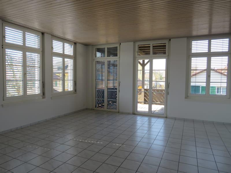 zentral gelegene, grosszügige 4,5-Zimmerwohnung in Zofingen (3)