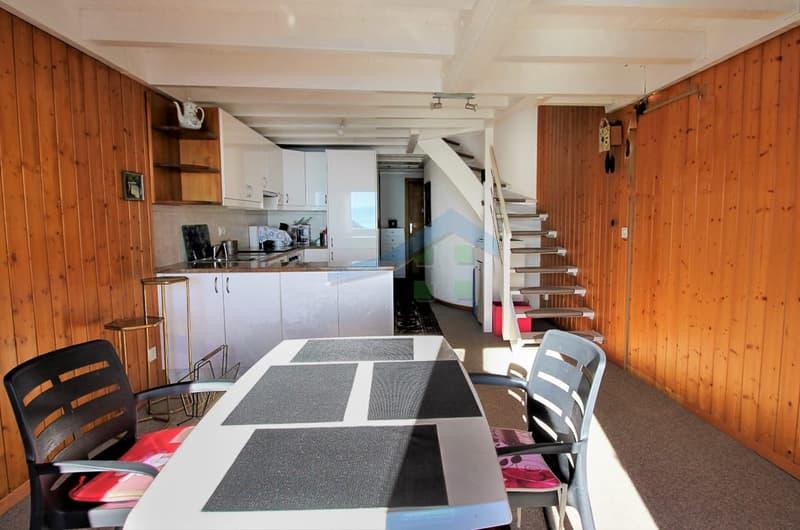 Vue intérieure - salle à manger et cuisine