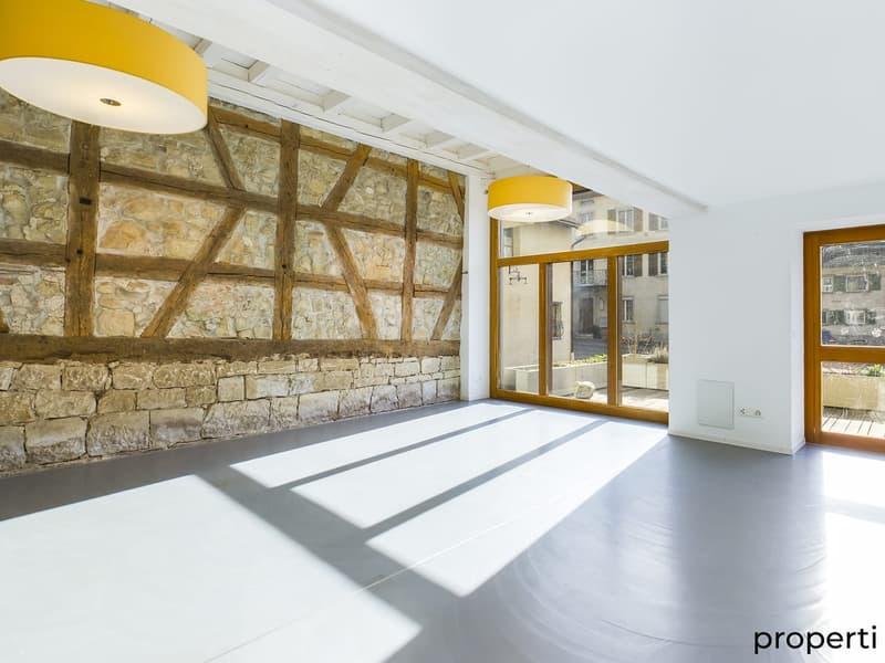 Wohnzimmer. mit grosser Fensterfront