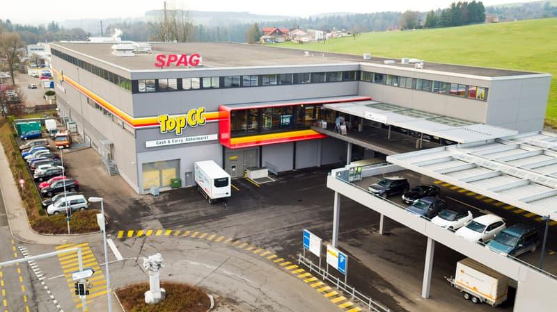 Aussenparkplätze bei Autobahnausfahrt Sihlbrugg