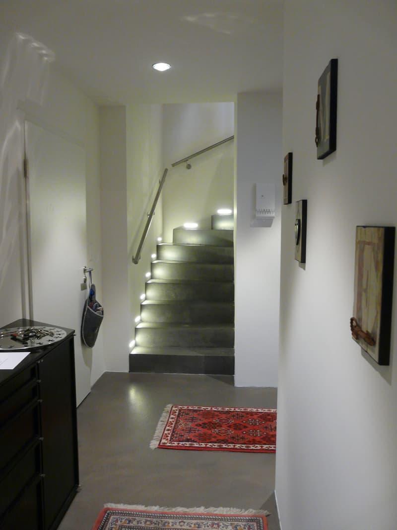 Entrée mit Treppe