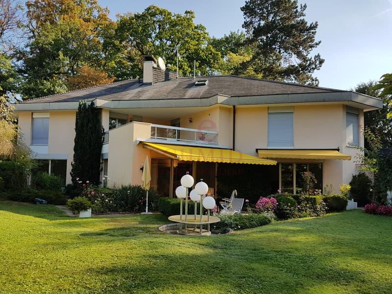 Très belle villa de 360m2 brut habitables à Conches.