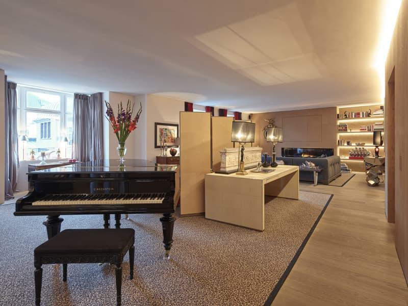 Aussergewöhnliche Wohnung in Bestlage mit 225 m² sowie Terrasse, Pavillon & Traumaussicht (1)