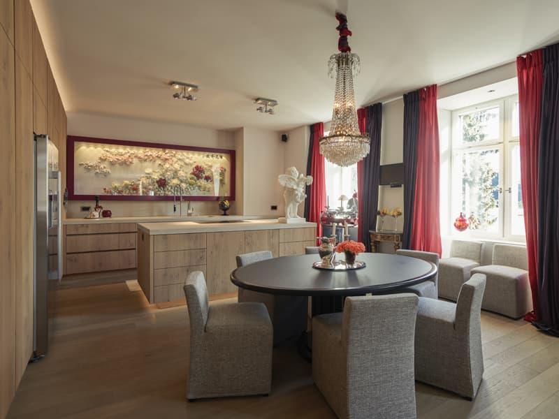 Aussergewöhnliche Wohnung in Bestlage mit 225 m² sowie Terrasse, Pavillon & Traumaussicht (2)