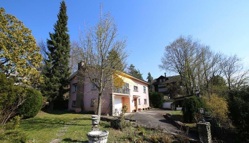Maison de charme située en ville de Fribourg avec une parcelle très bien arborée de 1'396 m2