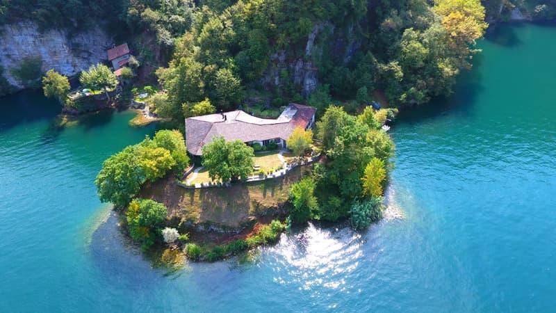 Villa direttamente sul lago di Lugano con spiaggia privata
