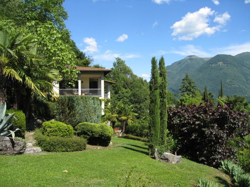 Prestigiosa villa classica con vista Lago di Lugano, Italia-Valsolda