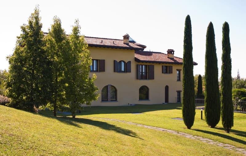 Villa in stile Toscano in vendita vicino al Lago di Como