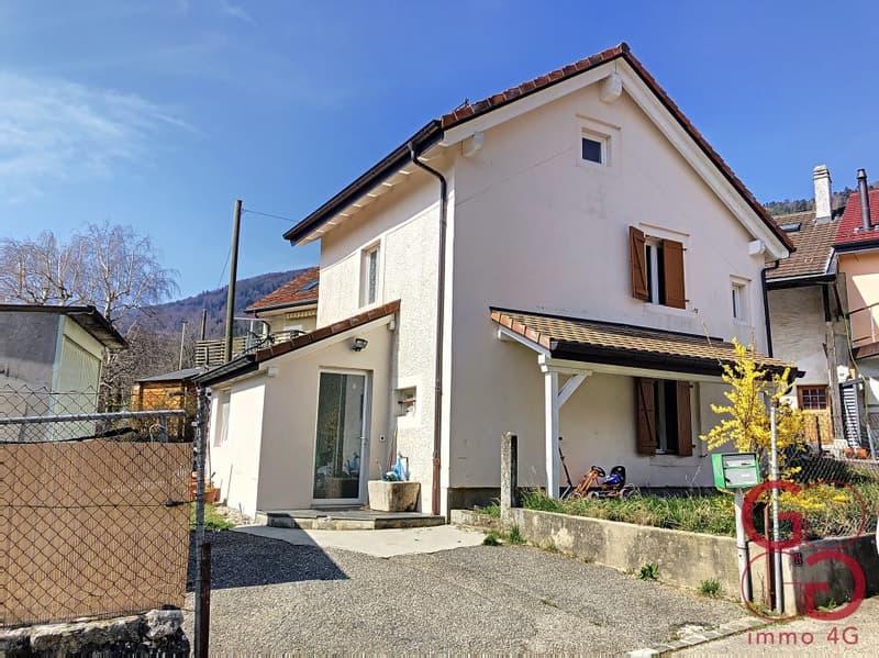 Coquette petite maison de village à Mollens