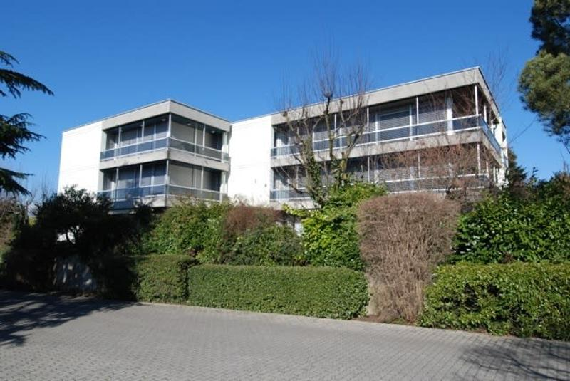 Bel appartement de 4,5 pièces avec jardin, proche du centre.