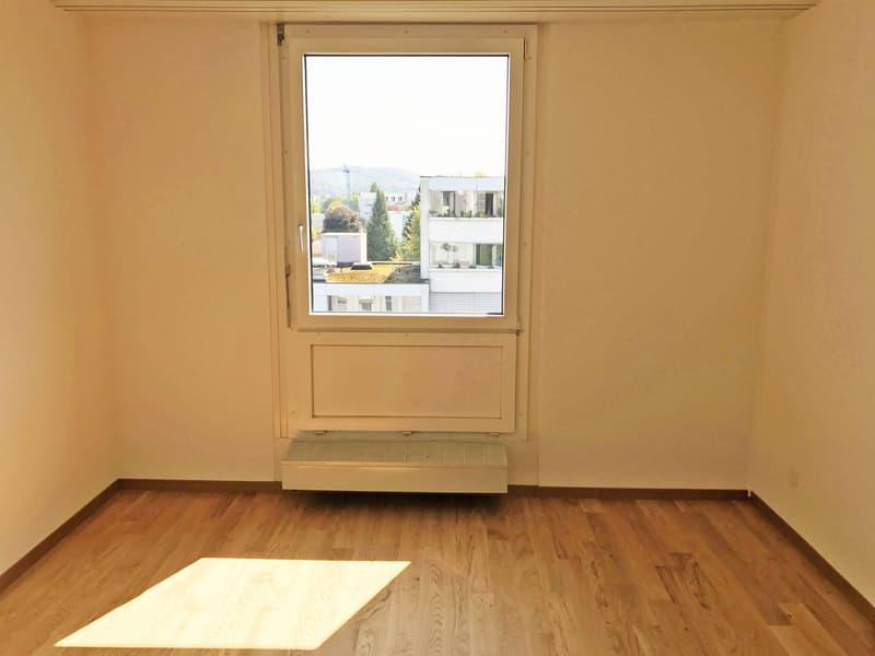 Helle, renovierte Wohnung mit grossem Balkon (4)