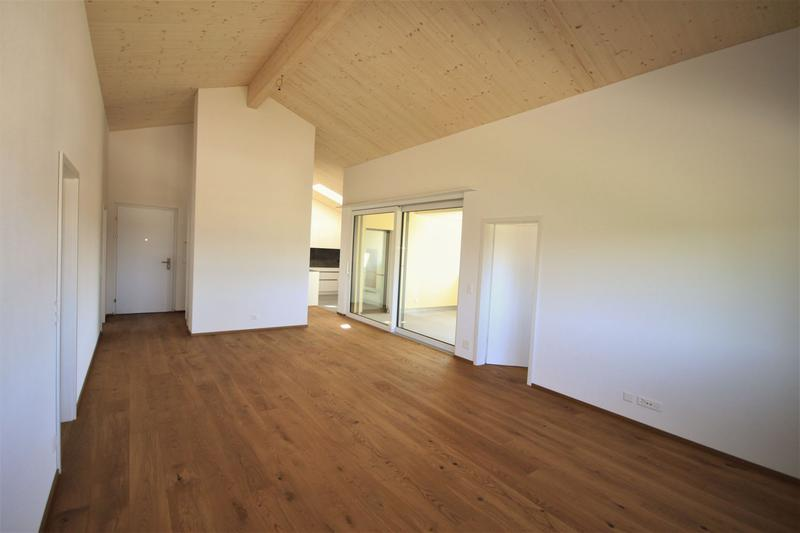 Moderne, attraktive 4 1/2 - Zimmer Eigentumswohnung im Dachgeschoss (2)