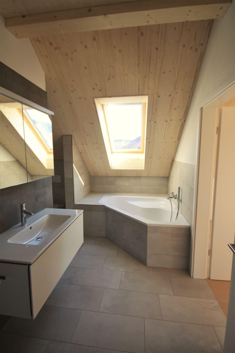 Moderne, attraktive 3 1/2 - Zimmer Eigentumswohnung im Dachgeschoss mit Estrich (4)