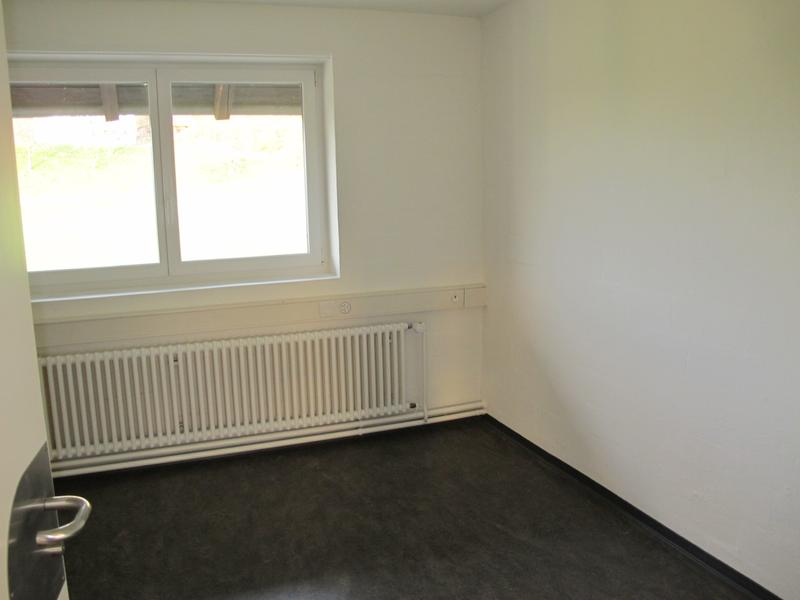 92m2 Bürofläche - Einteilung: 1 Grossraum- 3 kleinere Büros (4)
