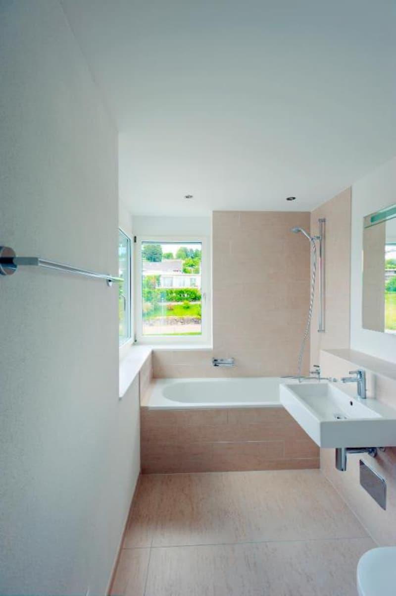 Master Bathroom mit Badewanne