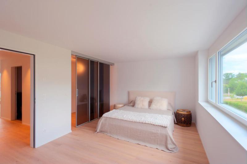 Schlafzimmer mit begehbarer Ankleide