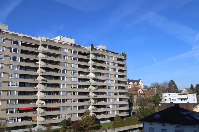 Ruhige, gepflegte 3.5 Zimmer Wohnung an zentraler Lage mit Fernblick